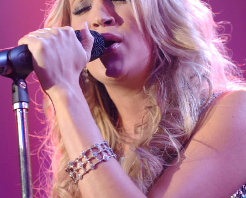 Carrie-Underwood-Performing-with-Beaudry-Bracelet